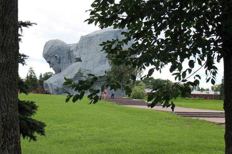 Мемориал. Главный монумент в Брестской крепости