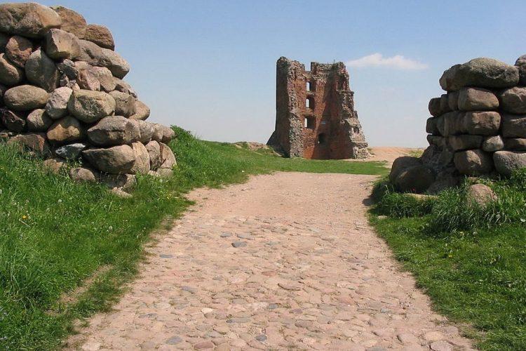 Замок Миндовга (руины) XIII—XIV вв в Новогрудке