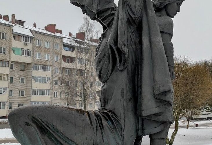 Заславль-древний город. Памятник Рогнеде и Изяславу в Заславле
